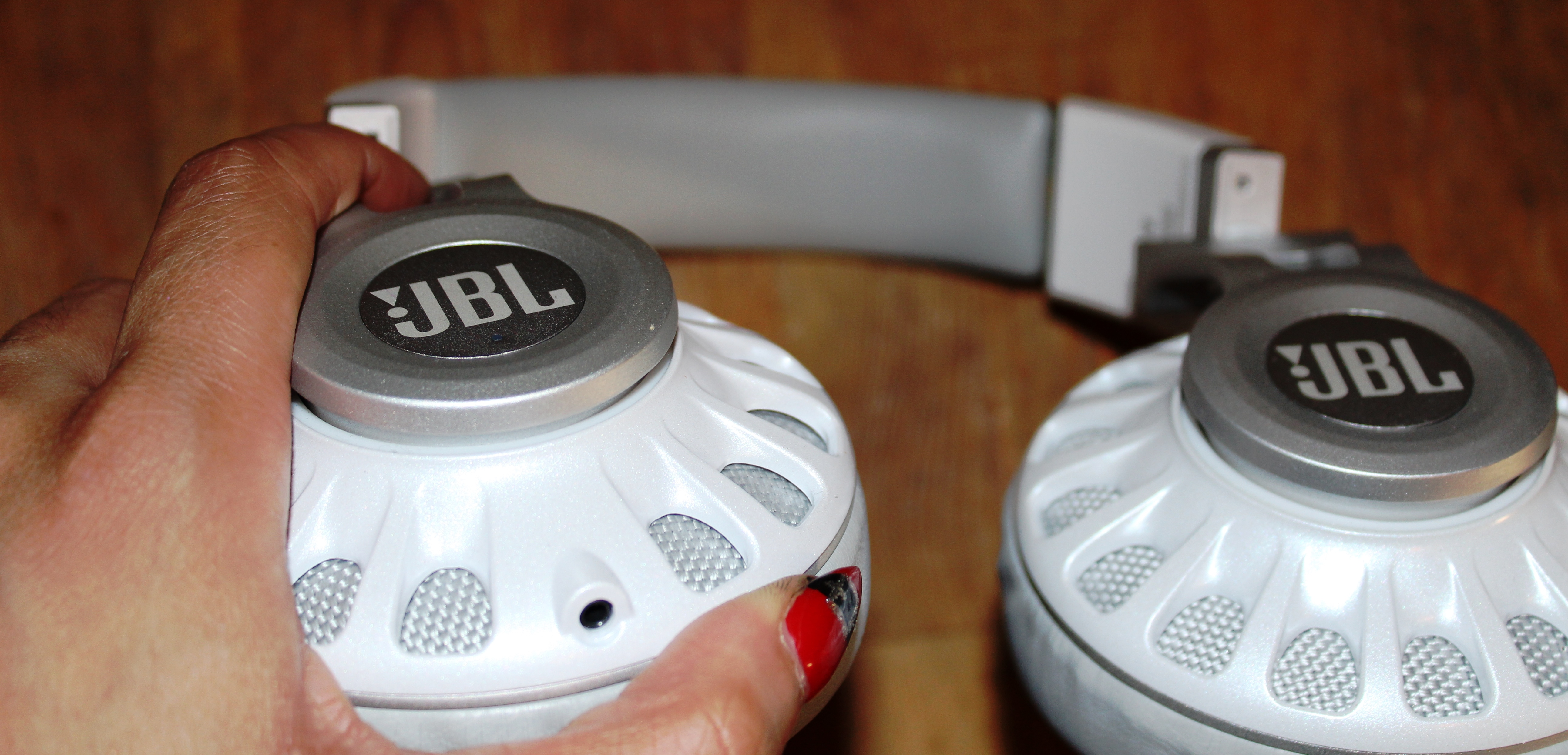 JBL Synchros S700 Headphones Review -Charging Port / Cable Jack