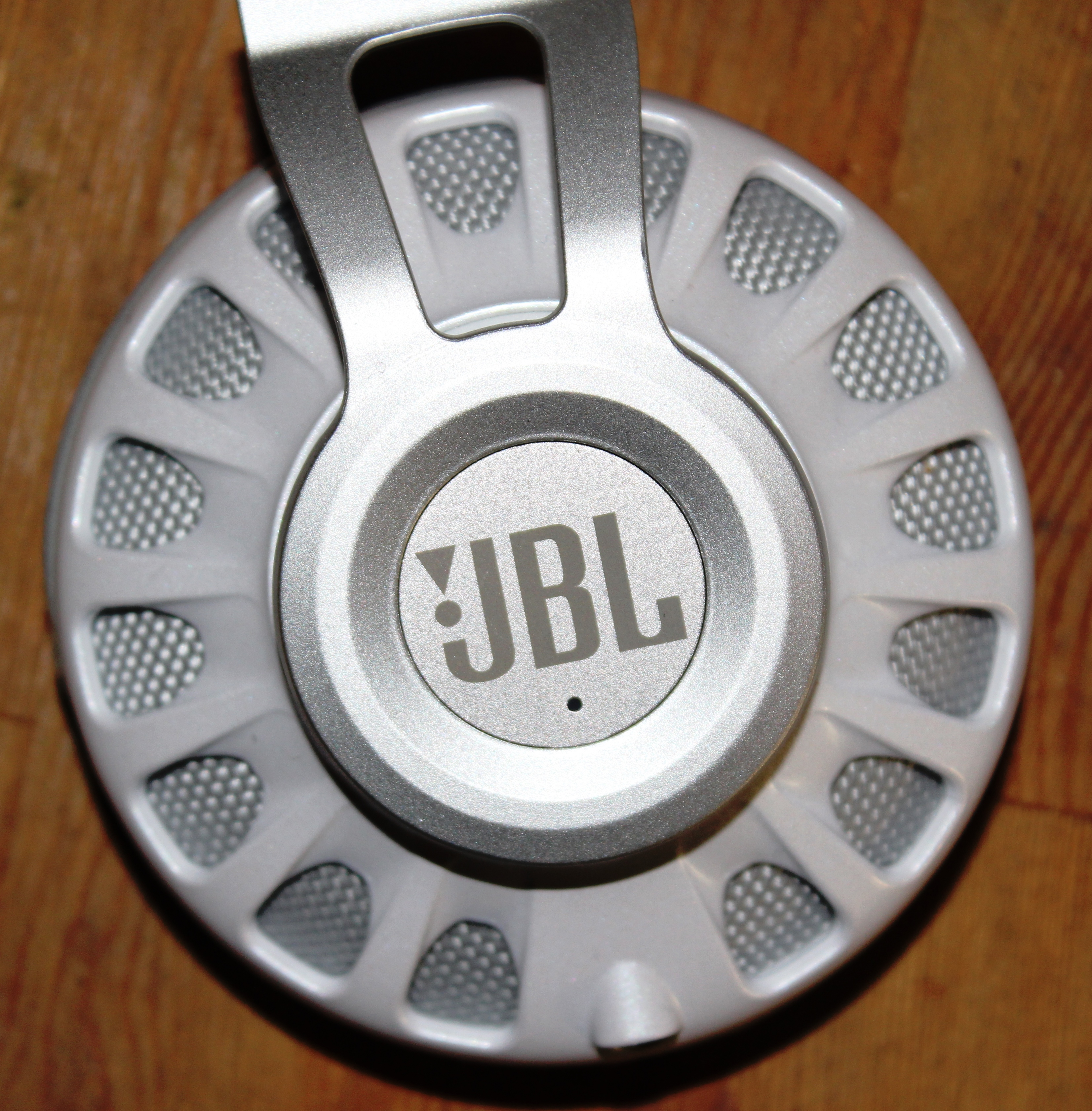 JBL Synchros S700 Headphones Review - Outer Ear cup / Ear pad