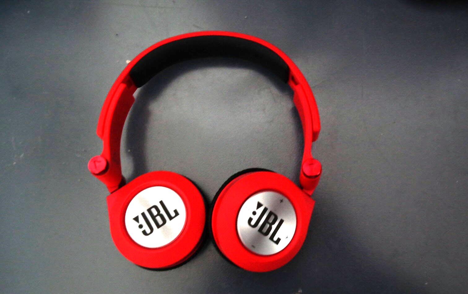 JBL Synchros E40BT Wireless Headphones Review Official - On-Ear -Tech We Like (1)