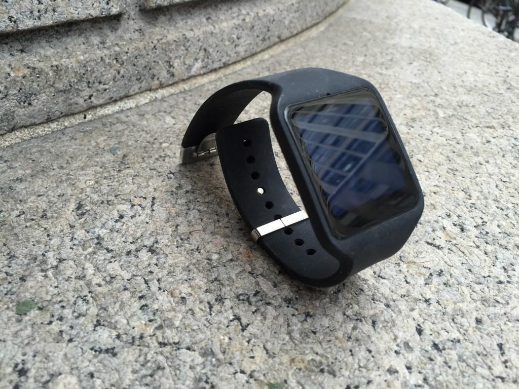 Sony SmartWatch 3 Review  - SW3 - SWR50 Display  - Analie Cruz (3)