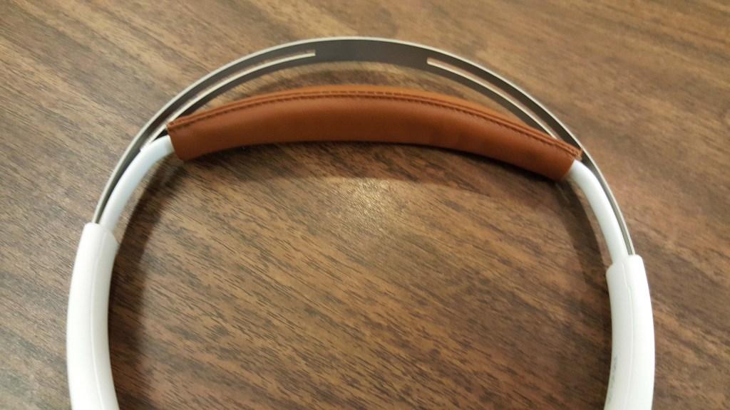 Self Adjusting headband - Plantronics BackBeat SENSE headphones Review