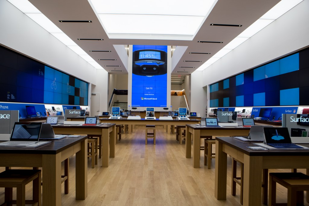 Microsoft Flagship Store New York City - NYC Stock - Analie Cruz