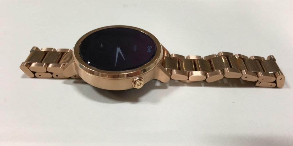 Moto 360 (2nd Generation) - Android Wear smartwatch Review - Charger - Analie Cruz (2)