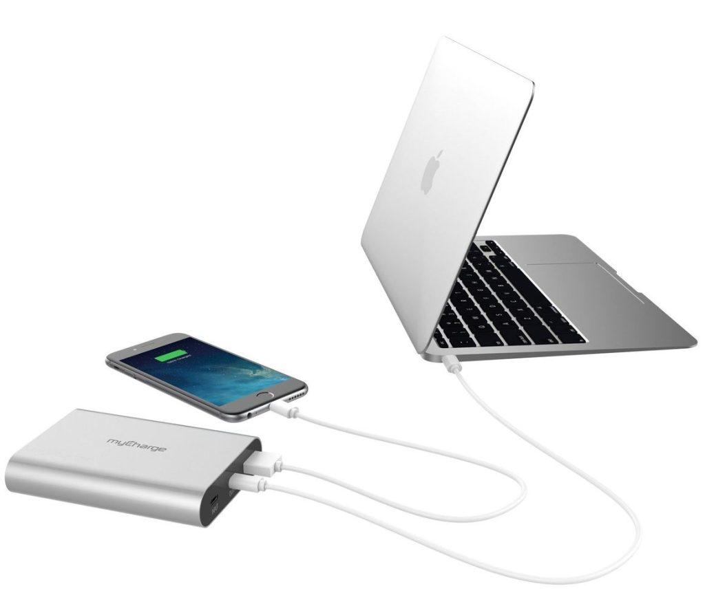mobile-photography-gift-guide-mycharge-razorplatinum-battery-usb-c-analie-cruz