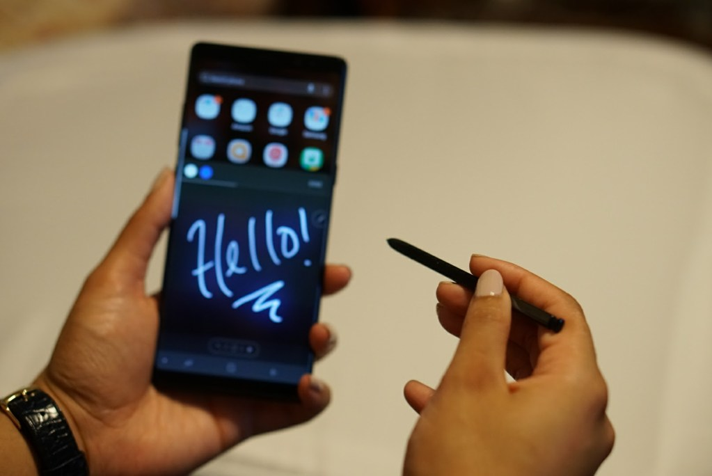 Samsung Galaxy Note8 Review - Live Message