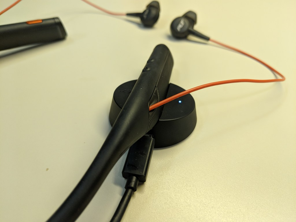 Charging dock - Plantronics Voyager 6200 UC Headset Review