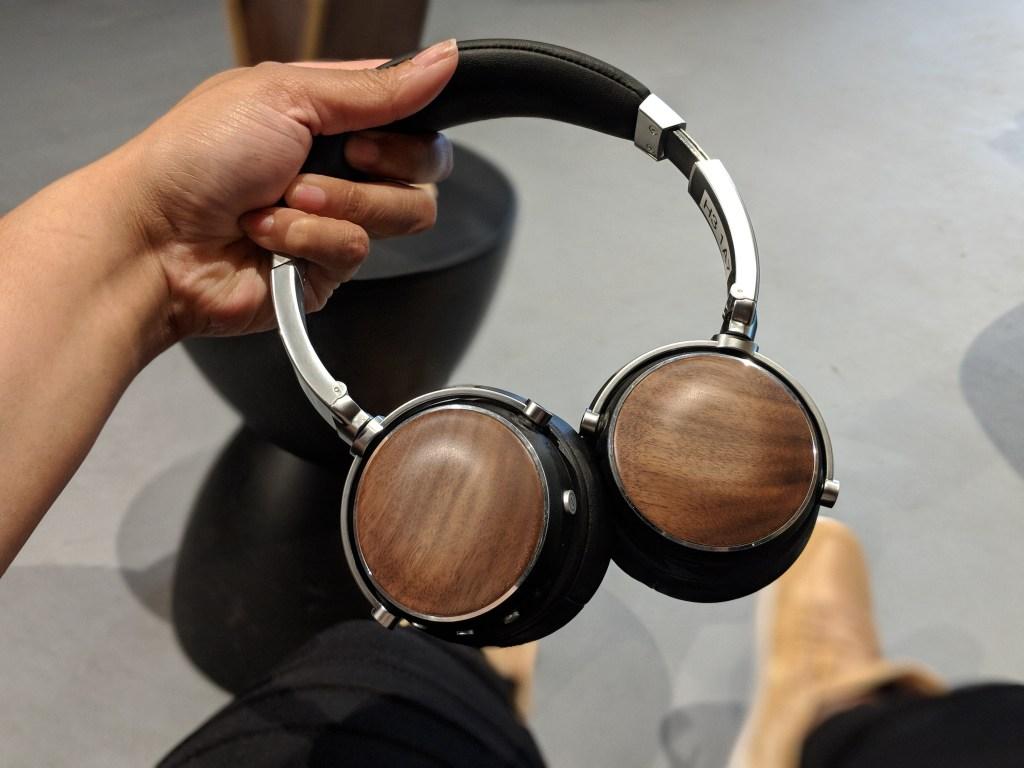 EVEN H3 headphones