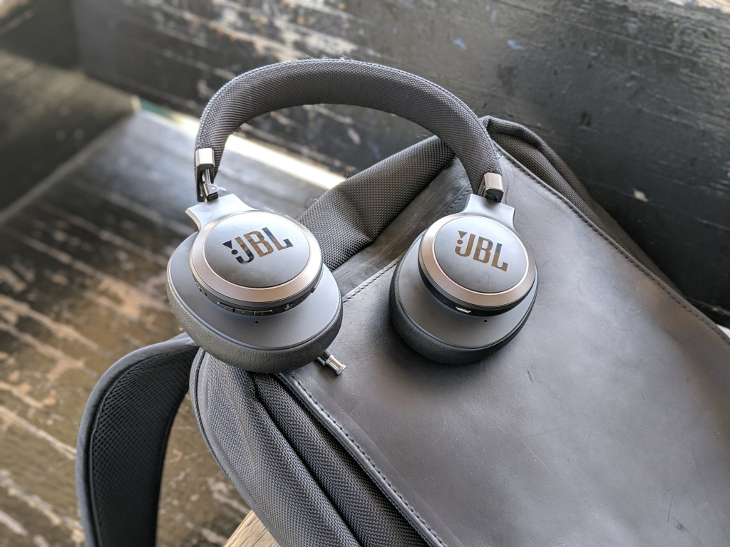 JBL LIVE 650BTNC wireless over-ear Headphones Review (14)