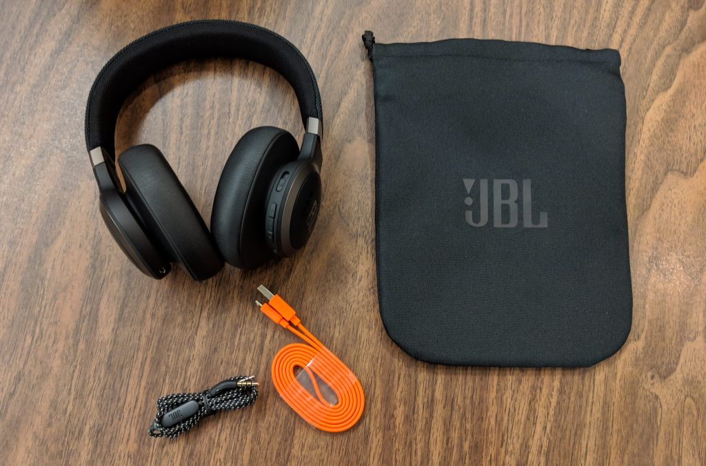 Contents - JBL LIVE 650BTNC wireless over-ear Headphones Review (18)