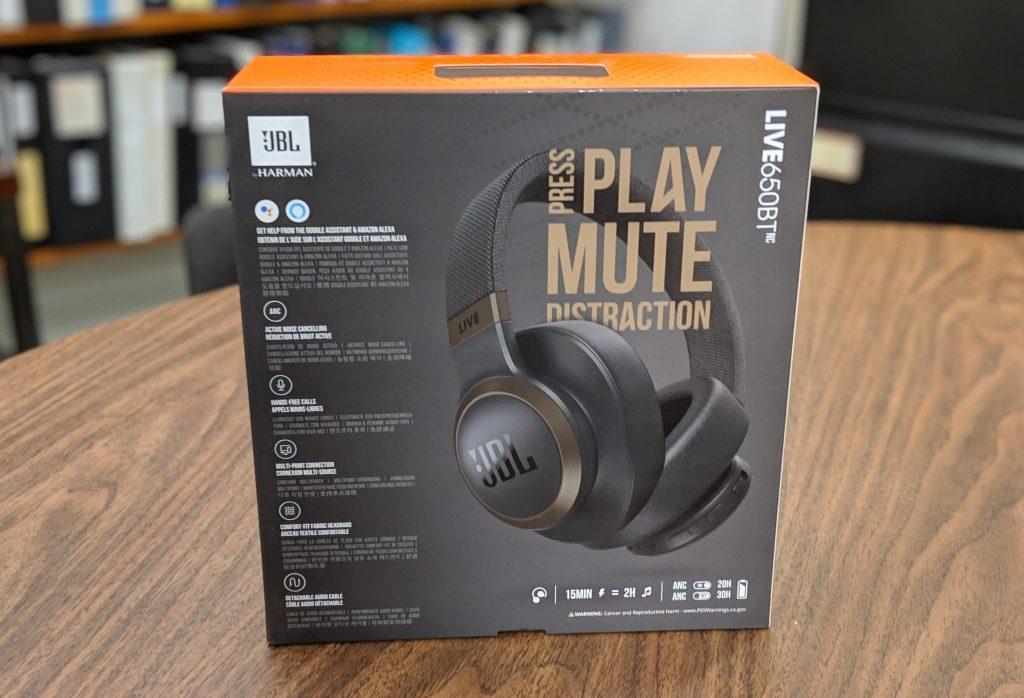 Box - JBL LIVE 650BTNC wireless over-ear Headphones Review