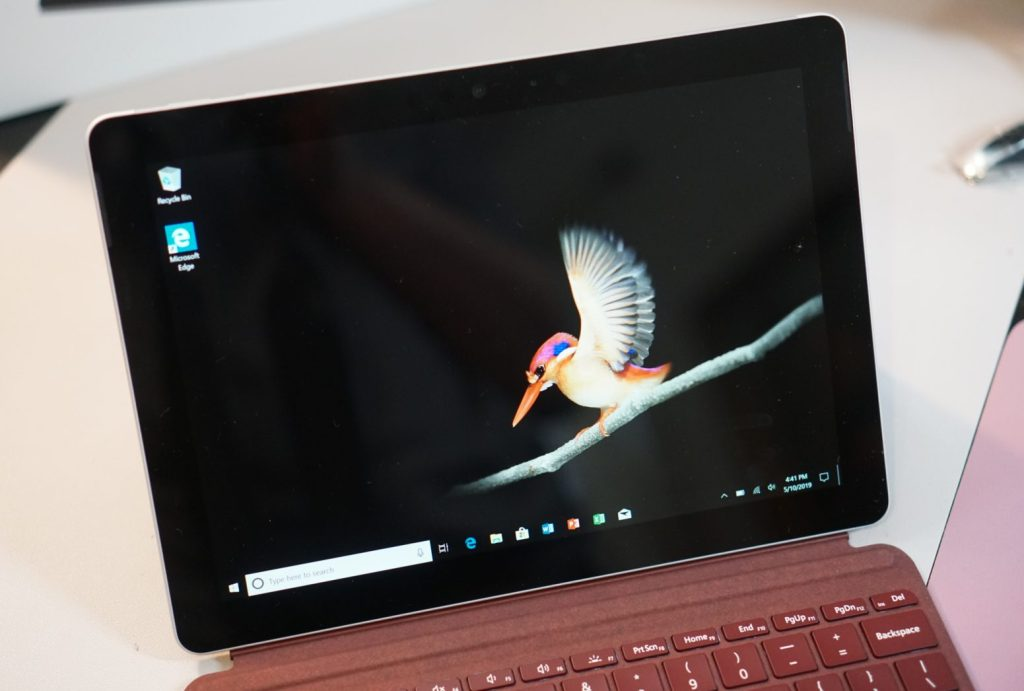 Microsoft-Surface-Go-2-in1-Laptop-Review-10
